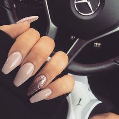 Opting for bright colours or intricate nail art isn't a must anymore. This year, nude nail designs are becoming a trend. Here are some nude nail designs. Prom Nails, Long Nails, Nails 2018, Wedding Nails, Gorgeous Nails, Pretty Nails, Perfect Nails, Acrylic Nail Designs, Nail Art Designs