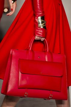 Aigner at Milan Fashion Week Fall 2014 is part of womens fashion Fall Mk Bags - Aigner at Milan Fashion Week Fall 2014 Details Runway Photos Fashion Handbags, Purses And Handbags, Fashion Bags, Ladies Handbags, Ladies Bags, Beautiful Handbags, Beautiful Bags, Mk Bags, Tote Bags