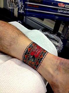 Traditional Tattoo bracelett by Kirk Jones Trendy Tattoos, Sexy Tattoos, Body Art Tattoos, Tattoos For Guys, Cool Tattoos, Maori Tattoos, Tatoos, Samoan Tattoo, Polynesian Tattoos