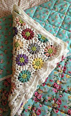 Crochet motif called Daisy Chain, a hexagon cluster stitch flower, pattern from UK magazine.    Kandipandi's Pad