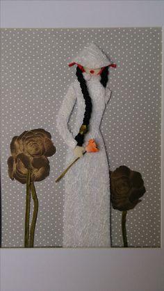 inspiracja zaczerpnięta gdzies z Pinterestu - dekoracyjny papier, filc, tkanina, biała koronka florystyczna, warkocz pleciony z nici