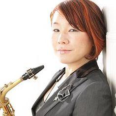 講師紹介ページを更新しました! 新しくサックスの先生が加わりました! ジャズサックス奏者の小林美千代(こばやしみちよ) 先生です! 小林先生は名古屋市出身でジャズアルトサックス奏者としての活動以外にも作編曲家、ジャズサックス・ジャズ理論・アンサンブル指導者、名古屋芸術大学音楽学部ジャズポップスコースの非常勤講師としてもご活躍されています。指導経験豊富な小林先生をどうぞ宜しくお願いします(^^)/