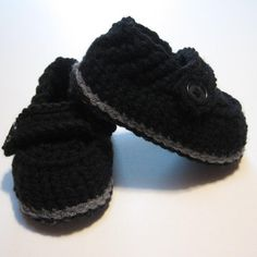 Crochet baby boy shoes.  Baby booties for boys.  Made to order.  0 to 6 months, 6 to 12 months. $20 on etsy