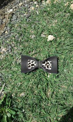 Leather hair bow Pin up hair fashion Black animal by Zozelarium Rock Hairstyles, Pin Up Hair, Black Animals, Fashion Black, Garden Tools, Hair Bows, Hair Accessories, Trending Outfits, Hair Styles