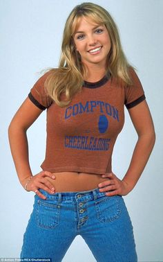 Britney Spears in a Compton cheerleading top and old-school jeans in Britney Spears Outfits, Britney Spears Young, Britney Spears Photos, Early 2000s Fashion, 90s Fashion, Lady Gaga, Mississippi, 90s Grunge Hair, Blue Eyed Girls