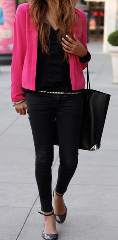 Hot pink over all black. I'm not crazy about blazers but I love the color combo & everything else about the outfit. And those shoes!!!