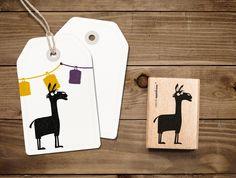 Bei unserem Stempel von Harald, dem Lama, musst du keine Angst haben, angespuckt zu werden! ;) Er ist perfekt zum basteln, dekorieren und verschenken.