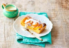 A sweet and tangy French dessert: apricot tart. The recipe is on our website! Types Of Tarts, Apricot Tart, Cherry Clafoutis, A Food, Food And Drink, Pastry Shells, Beautiful Fruits, French Recipes, French Pastries