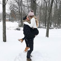 Image about love in couples ❤ by franzi on we heart it Winter Couple Pictures, Poses For Pictures, Winter Photos, Winter Pictures, Picture Poses, Couple Photography Poses, Winter Photography, Photo Couple, Couple Shoot