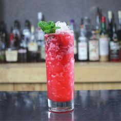 Gin Cocktail Recipe, the Bee's Breakfast.  Pink raspberry cocktail.