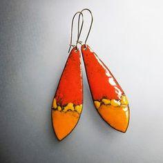 Naranja y amarillo cuelga los pendientes, esmalte largos pendientes, joyas de Bohemia, alambres de oro