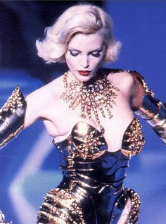 80s-90s-supermodels:    Thierry Mugler, early 90sModel: Nadja Auermann