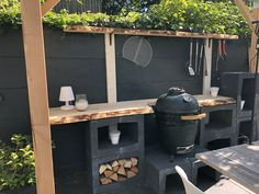 Garten Outdoor kitchen made of concrete blocks U with larch wood top Bow tie – It's different f Outdoor Cooking Area, Diy Outdoor Kitchen, Outdoor Decor, Back Gardens, Outdoor Gardens, Barbacoa Jardin, Bbq Area, Backyard Landscaping, Garden Inspiration