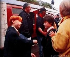 "23 Images That Will Change The Way You Look At ""Harry Potter"" - Harry and Ron play fighting on set because they got be kids in between takes :) Harry Potter Tumblr, Saga Harry Potter, Mundo Harry Potter, Harry Potter Actors, Harry Potter Jokes, Harry Potter Cast, Harry Potter Universal, Harry Potter World, Harry Potter Fun Facts"