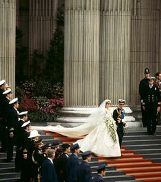 Take a look at these romantic pictures from the royal wedding of the century—the day Lady Diana Spencer and Prince Charles got married at St Paul's Cathedral in London. Princess Diana Rare, Princess Diana Wedding, Princess Margaret, Prince And Princess, Princess Of Wales, Prince Harry, Prince Charles Wedding, Charles And Diana Wedding, Prince Charles And Diana