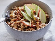 HEARTY OATS AND GRAINS When you have a house full of holiday guests who'd enjoy a wholesome, hearty breakfast at their own pace, the slow cooker can come to your rescue. Get it going first thing, and let folks serve themselves when they're ready to eat. Slow Cooker Apples, Slow Cooker Recipes, Crockpot Recipes, Cooking Recipes, Healthy Recipes, Slow Cooking, Cooking Ideas, Healthy Foods, Pork Recipes