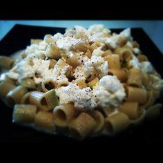Mezze maniche con Zucchine e Mozzarella di Bufala - ticucinopelefeste.com - Personal chef Roma - Cuoco a domicilio Roma - Chef a casa tua Roma