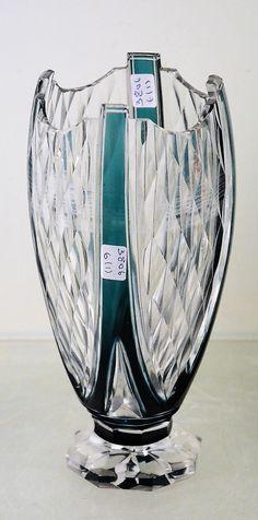 Val Saint-Lambert vase E.L.306 - pièce créée pour l'Exposition Internationale de Liège 1930 - vase en cristal doublé bleu-pétrole taillé - H 21 cm.
