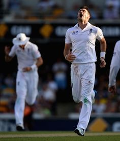 Ashes 2013: Stuart Broad Silences Boo-Boys With Five Wickets - James Anderson of England celebrates dismissing Peter Siddle of Australia during day one of the First Ashes Test match between Australia and England at The Gabba on November 21, 2013 in Brisbane, Australia. (Photo by Gareth Copley/Getty Images)