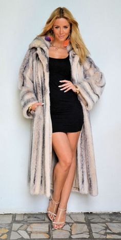 OUTLET ITALY CROSS MINK FUR COAT.