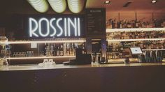 Rossini no se queda atrás... . . . #rossini #música #music #bar #apperitivo #coctel #merano #italy #italia #bolzano #piacere #vita #picoftheday #happy #travel #trip #discover #world