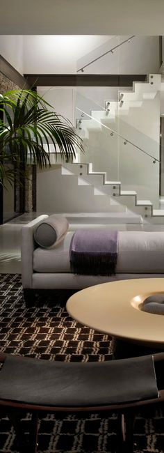 The glass partitions of these elegant open-plan stairs ensure that the stairs are one of the most visual pleasing elements of the room #interiordesign #stairs #openplan