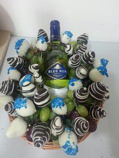 Fresas con chocolate + Uvas + Vino la combinacion perfecta