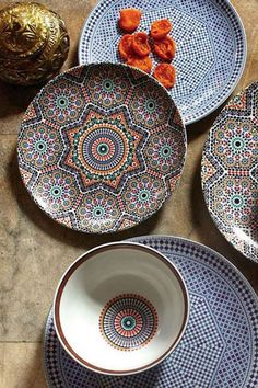 Beautiful еthnic chic inspirations to brighten up your weekend Moroccan Decor, Moroccan Style, Moroccan Plates, Home Decor Accessories, Decorative Accessories, Buffet Plate, Decoration Inspiration, Cuisines Design, Plate Sets