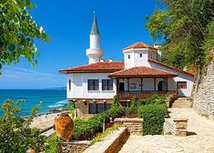 Top 3 best places for summer vacation near Varna. What to do in Varna and what to visit in the area. Book online your airport transfers in Bulgaria: Bulgaria, Eslava, Tourist Sites, Black Sea, Best Vacations, Holiday Travel, Botanical Gardens, Palace, Beautiful Homes