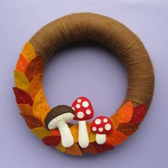 Bugs and Fishes by Lupin: DIY Felt Autumn Wreath Tutorial Felt Wreath, Wreath Crafts, Diy Wreath, Felt Crafts, Diy Crafts, Yarn Wreaths, Tulle Wreath, Floral Wreaths, Burlap Wreaths