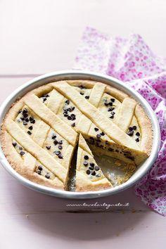 Crostata di Ricotta Cremosa con gocce di cioccolato - Ricetta Crostata di Ricotta - Ricotta Pie