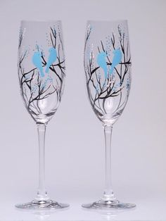 Hand painted Wedding Toasting Flutes Set of 2 Personalized Champagne glasses Black trees and blue birds – etsy Decorated Wine Glasses, Hand Painted Wine Glasses, Wedding Champagne Flutes, Wedding Glasses, Champagne Glasses, Wine Glass Designs, Wine Glass Crafts, Bottle Crafts, Wine Painting
