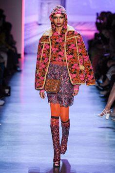 Anna Sui Fall 2020 Ready-to-Wear Fashion Show Collection: See the complete Anna Sui Fall 2020 Ready-to-Wear collection. Look 37 Anna Sui Fashion, Fashion 2020, Fashion Trends, Global Style, Fashion Show Collection, Style Me, Knitwear, Personal Style, Ready To Wear
