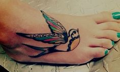 52 Traditional Swallow Tattoo Designs and Meaning - Piercings Models Tattoo Girls, Boys With Tattoos, Foot Tattoos For Women, Tatuajes Tattoos, Bild Tattoos, Tatoos, Tattoos Skull, Art Tattoos, Tattoo Drawings