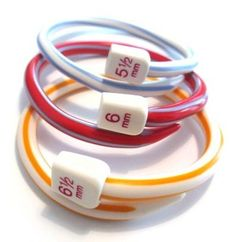 How to make bangles out of plastic knitting needles - Personalised Jewellery Made to Measure, using all things eco, vintage, handmade and fabulous. Recycled Jewelry, Handmade Jewelry, Diy Jewellery, Crochet Jewellery, Jewellery Display, Bangles Making, Jewelry Making, Bijoux Diy, Knitting Needles