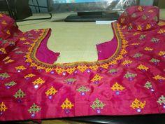 Hand Embroidery Design Patterns, Hand Embroidery Dress, Embroidery Motifs, Indian Embroidery, Simple Blouse Designs, Stylish Blouse Design, Blouse Neck Designs, Indiana, Hand Work Design