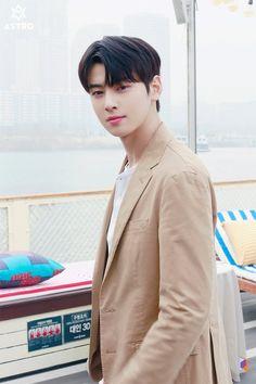 [Cha Eun-woo] Full of hope! Tea is a spring date with Woo ♥: Naver Post Cha Eun Woo, Handsome Korean Actors, Most Handsome Men, Handsome Boys, Kdrama, Cha Eunwoo Astro, Lee Dong Min, Seoul Music Awards, Ulzzang Korea