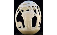 人間の集中力に、限界というものはないのだろうか…。この作品を見ていると、驚きと感心でいっぱいになる。いま海外で話題のこの彫刻アートは、「eggdoodler(エッグドゥードゥラー)」という匿名アーテ...