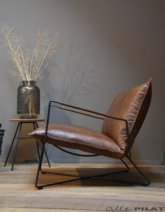 Leather Furniture, Industrial Furniture, Home Furniture, Furniture Design, Dinning Chairs, Table And Chairs, Loft Design, House Design, Handmade Home Decor