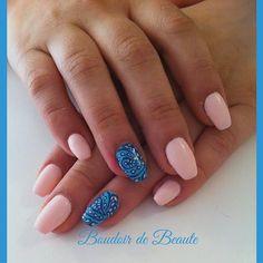 Pink nails in blue paradise!  #nailart #nails #nailswag #nailsalon #kalamaria #skg #thessaloniki #beautysalon #beauty #naildesign #nailpolish #boudoirdebeaute #boudoir_de_beaute #manicure #nails_greece #nailsoftheday #nailporn #nailaddict