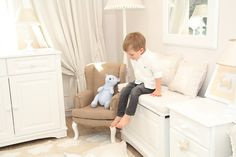 Beautiful toy box in white, finished with a decorative cutter. Spacious and easy to use, perfectly suited to storage children's toys and other treasures. www.caramella.pl