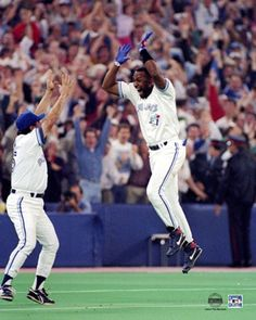 Joe Carter hits walk-off homerun in 1993 World Series for Toronto Blue Jays against Phillies Toronto Blue Jays, World Series History, Hockey, Sports Stars, Sports Pics, American League, Team Player, Toronto Maple Leafs, World Of Sports