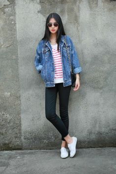 Snickers outfit: White snickers, black pants, striped top, denim jacket and sunglasses.