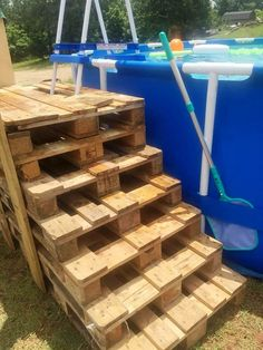 Wooden Pallet Furniture Stacked Pallet Steps for Swimming Pool - 50 DIY Pallet Ideas That Can Improve Your Home Pallet Pool, Pallet Decking, Pallet Stairs, Pallet Couch, Outdoor Pallet, Above Ground Pool Decks, In Ground Pools, Recycled Pallets, Wood Pallets