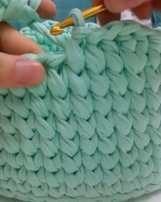 """1,015 Likes, 14 Comments - rose oliveira (@roseoliveira_tartes) on Instagram: """"Aprendam como fazer esse acabamento lindo nos cestos de malha #fiosdemalha #videoaula #crochet…"""""""