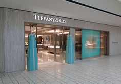 Tiffany and Co Los Angeles - Tiffany Beverly Hills Tiffany Und Co, Tiffany Store, Jewelry Shop, Jewelry Stores, Tiffany Theme, Thai Restaurant, Vintage Soul, Tropical Party, Retail Shop