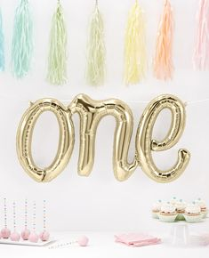 This gold one balloon would look lovely at a 1st birthday party! The perfect addition to your 1st birthday party decorations!