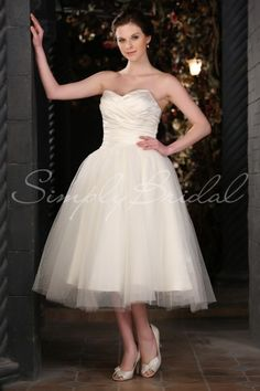 If I wore a tea length dress to my wedding it would be like this :-) pretty!