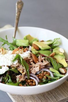 Lentil salad with avocado, cottage cheese and tuna - Beaufood - Tuna, cottage cheese and avocado really go really well together. Especially if you make a tasty sal - Healthy Recepies, Healthy Salads, Healthy Eating, Veggie Recipes, Salad Recipes, Vegetarian Recipes, I Love Food, A Food, Good Food