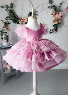Stylish Dresses For Girls, Dresses Kids Girl, Kids Outfits, Bohemian Flower Girl Dress, Flower Girl Dresses, African Dresses For Kids, Kids Gown, Party Frocks, Baby Frocks Designs
